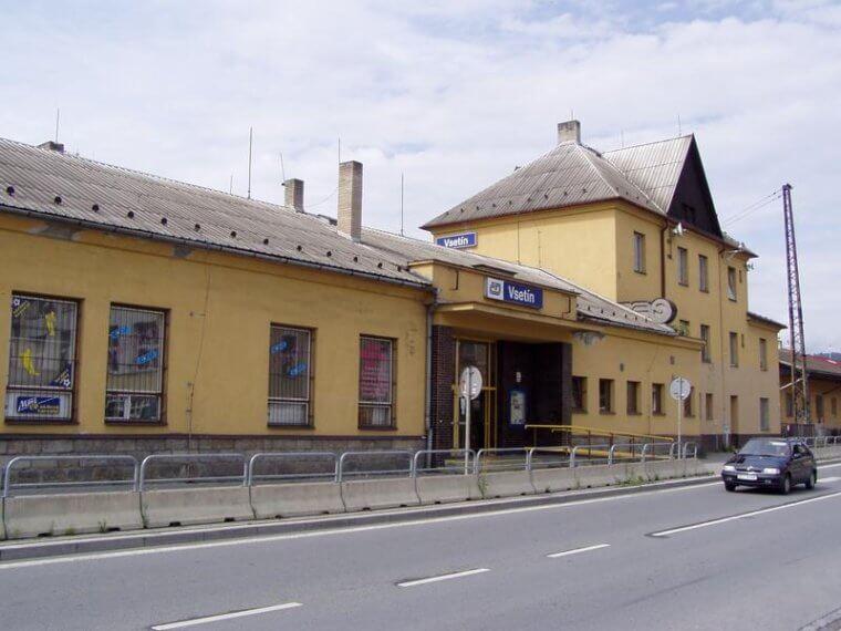 Oprava vsetínského nádraží stojí kvůli nedostatku parkovacích míst