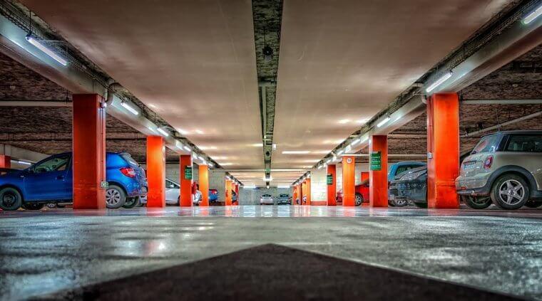 3 body, díky který budou naparkování pod galerií doplácet řidiči i město
